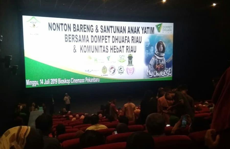 Berbagi Inspirasi dan Berbagi Kebaikan, Dompet Dhuafa Riau bersama Komunitas HEbAT Riau-Kepri Nobar Film Iqro' My Universe Bersama Anak Yatim